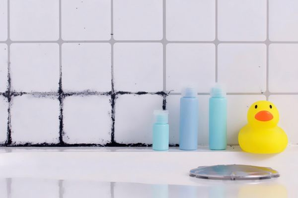 Eliminate black stains in grouting grout. It's not complicated.