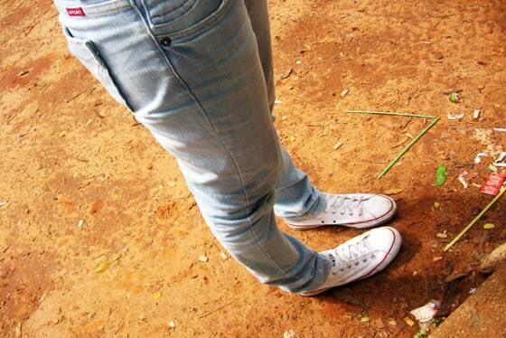 Vệ sinh giày vải trắng bạn cần lưu ý những gì?