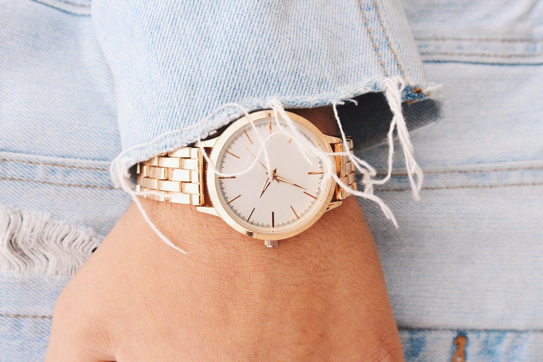 Tại sao đồng hồ của bạn lại bị xỉn màu?