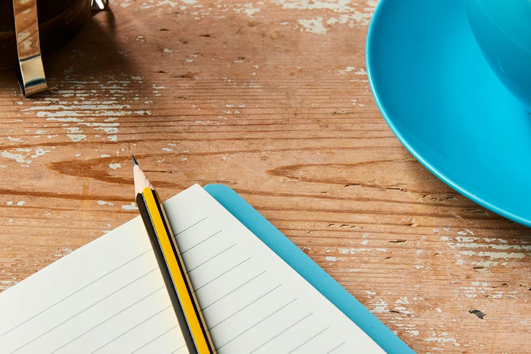 The ultimate weekly shopping list for students notepad and pencil on table top