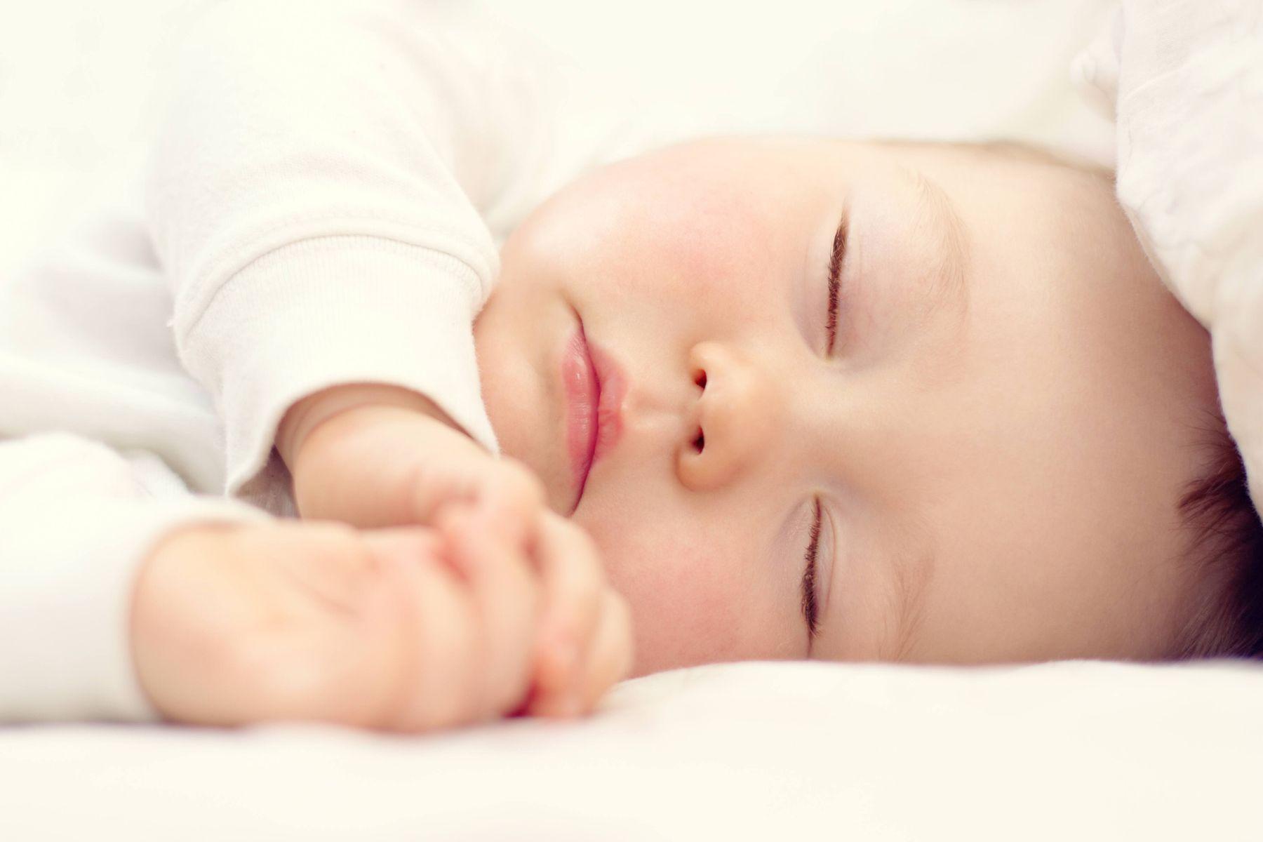 chọn gối nằm cho bé ngủ ngon