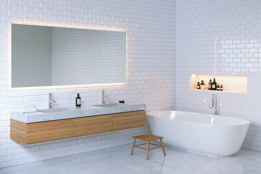Dùng hóa chất khử mùi hôi nhà vệ sinh
