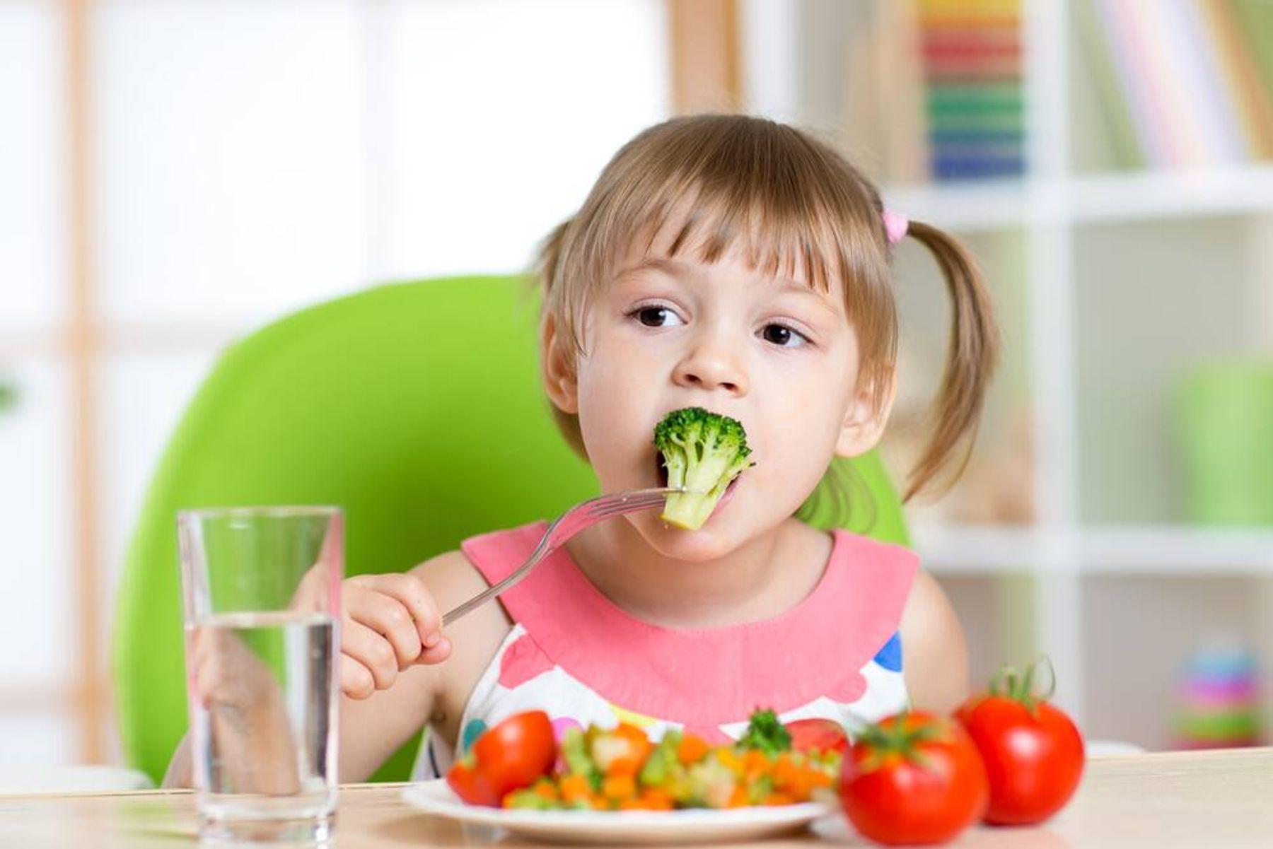 Đồ dùng ăn uống của trẻ luôn được diệt khuẩn