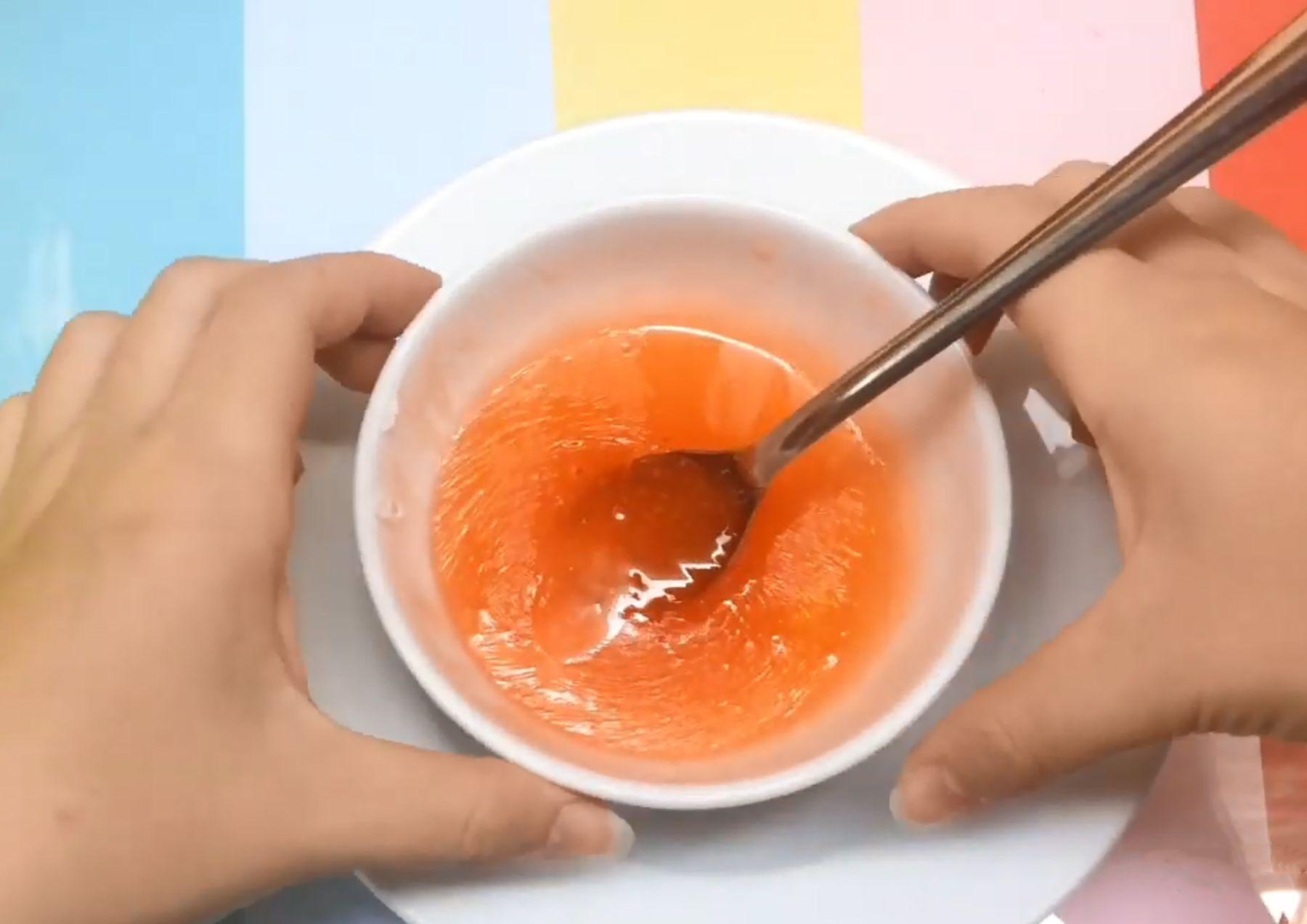 Nấu chảy kẹo dẻo để làm slime ăn được