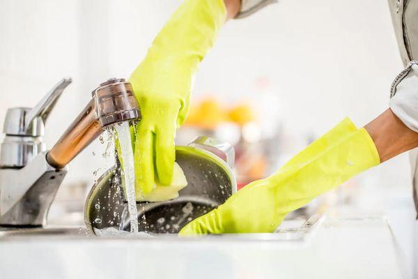 Cách đánh bóng bồn rửa chén sáng như mới