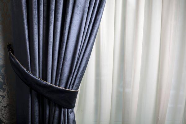 Cortina de veludo com cortina branca