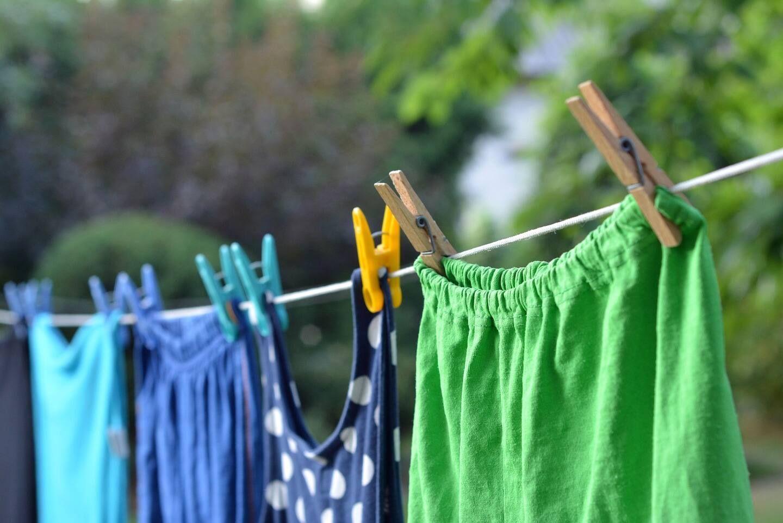 3 Mẹo nhỏ này giúp quần áo màu bị dính bẩn sạch như mới