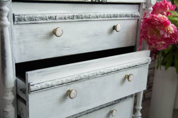chest of drawers with whitewash wooden finish