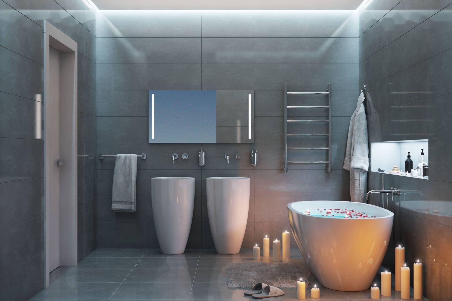 Tẩy sạch vết bẩn trên nền gạch bằng nước rửa nhà vệ sinh