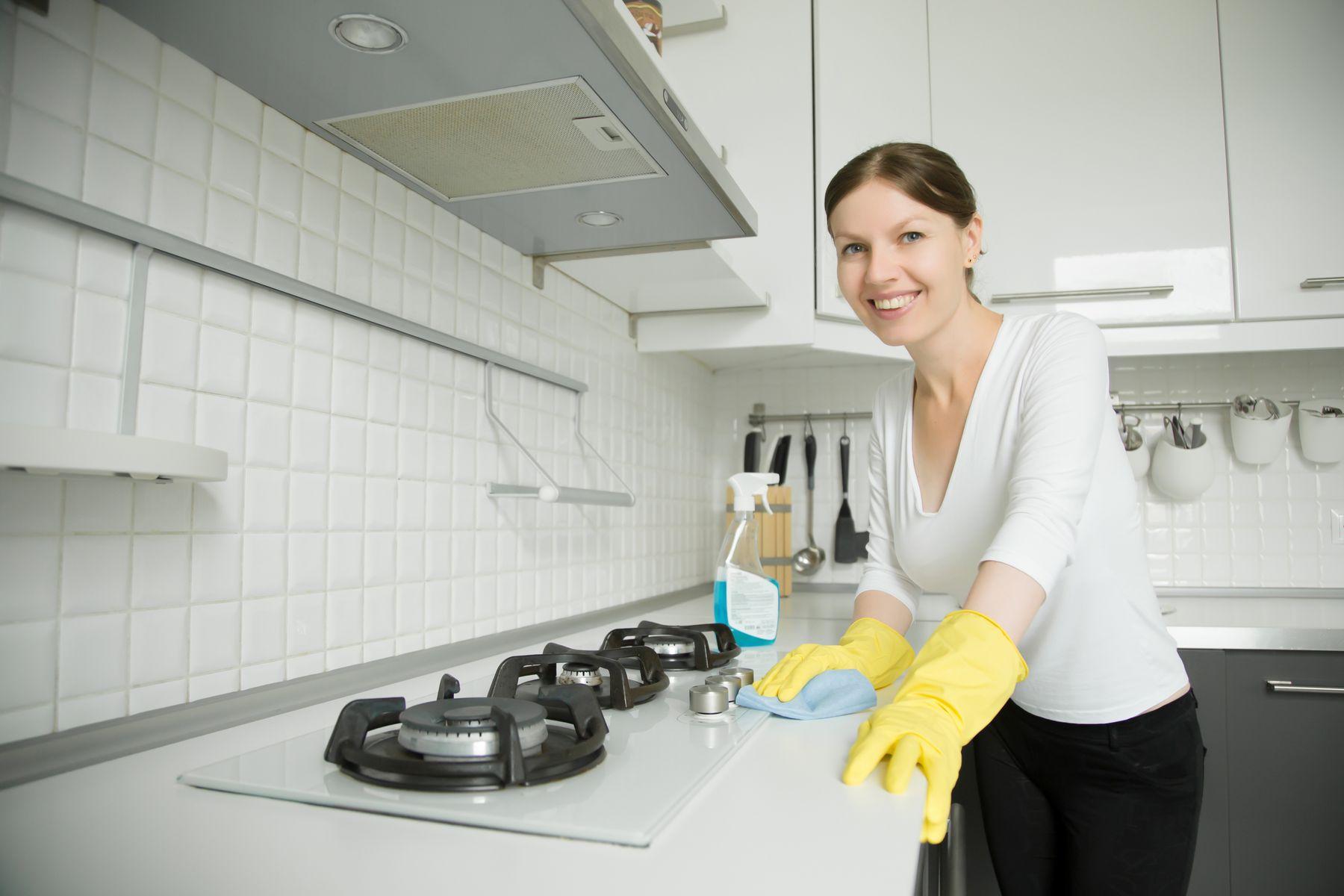 Dọn vệ sinh nhà bếp