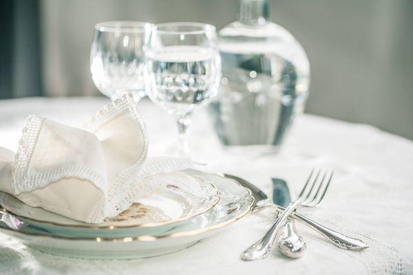 Porselein en zilver mogen in de vaatwasser.