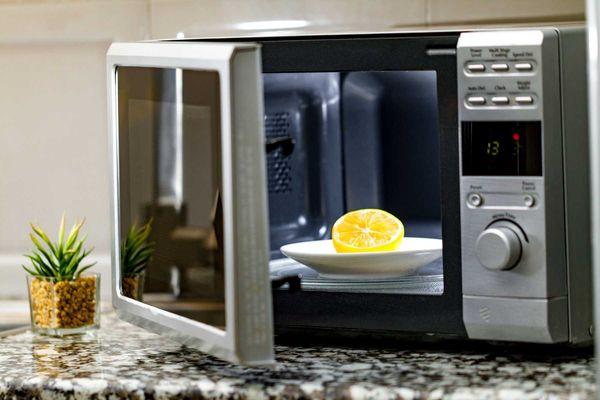 como-limpar-micro-ondas-e-outros-eletrodomesticos-da-cozinha