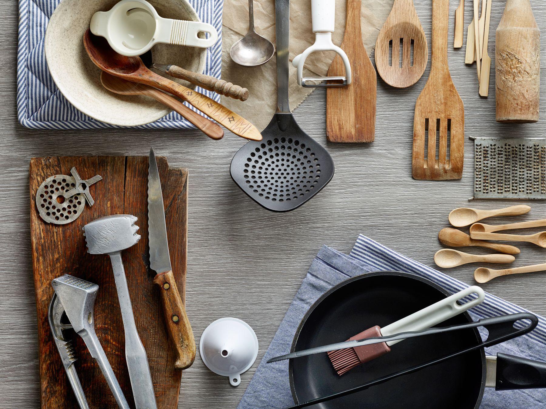 các vật dụng trong nhà bếp cần thay mới muỗng đũa định kì 6 tháng/ lần để bảo vệ sức khỏe