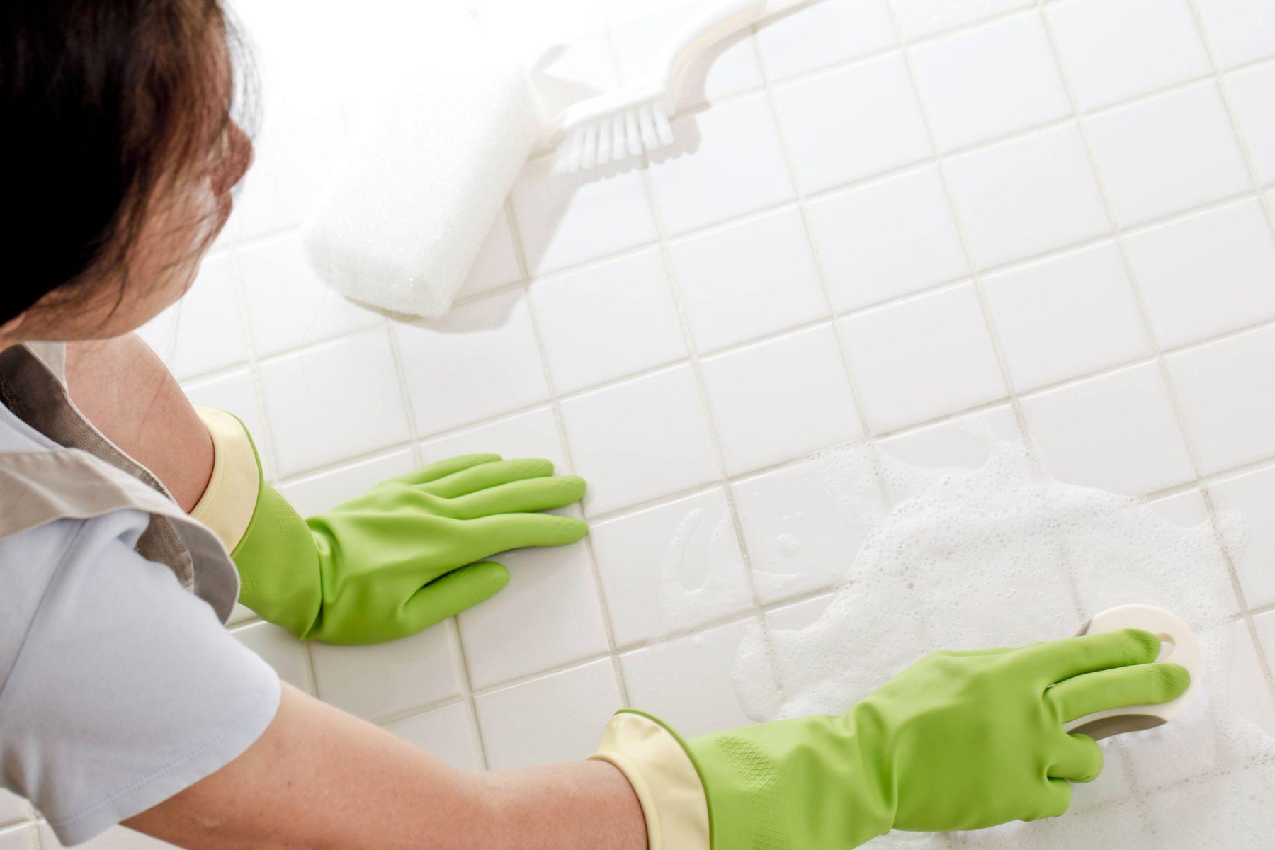 Cách làm sạch nền nhà vệ sinh bằng đá không gây trầy xước
