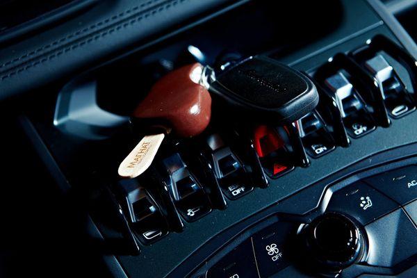 Có nên sử dụng máy khử mùi trong ô tô hay không?