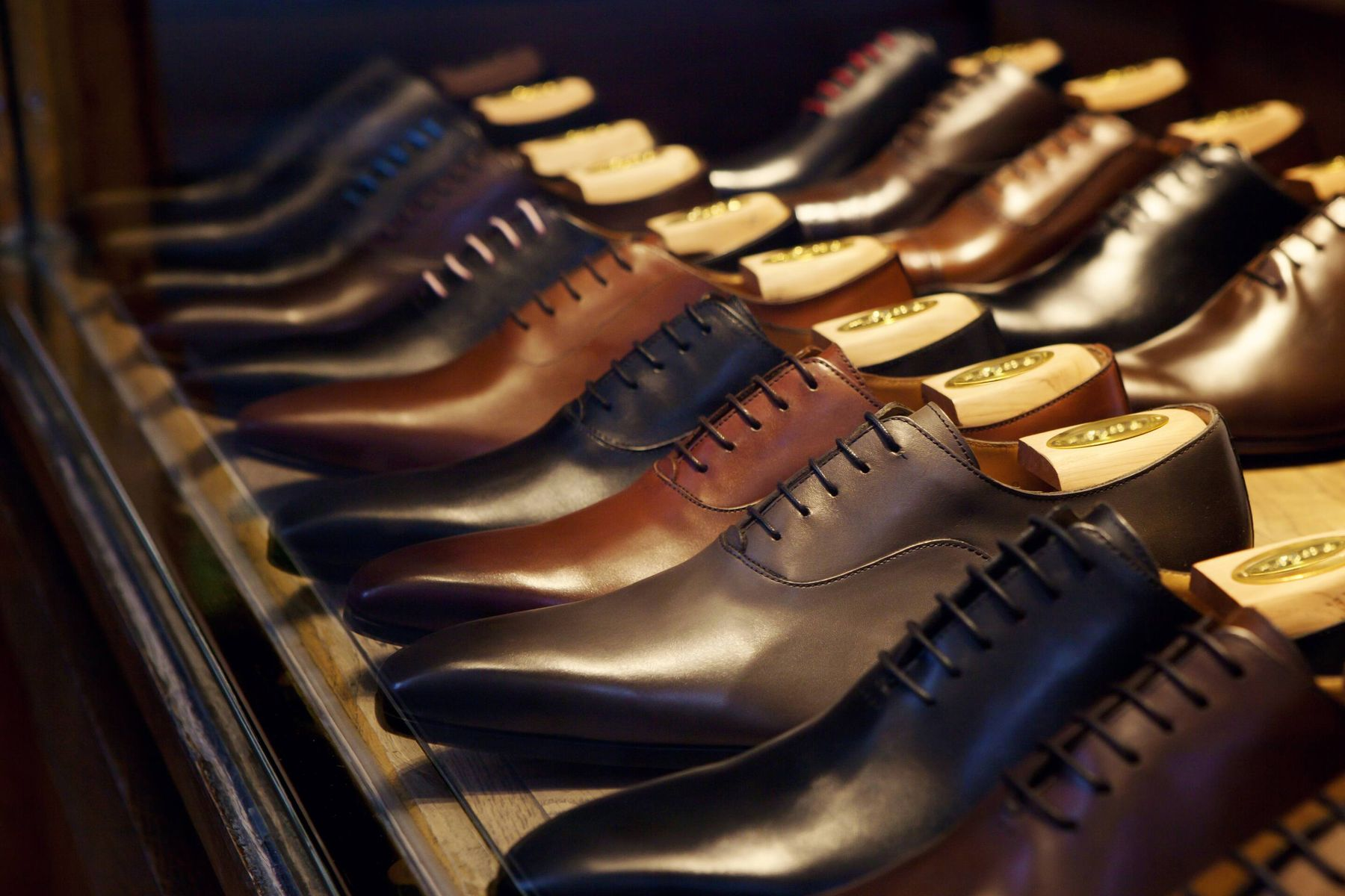 Ways to Keep Your Leather Shoes Looking New for Longer | Cleanipedia
