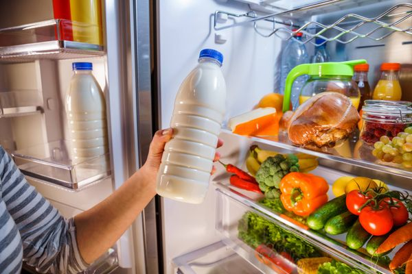 Is Your Refrigerator Interior Looking Dirty? Here's How to Clean It!