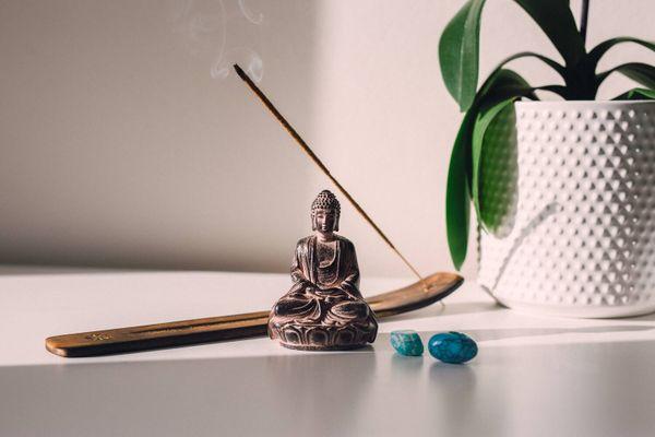 Как обустроить собственное пространство для медитации