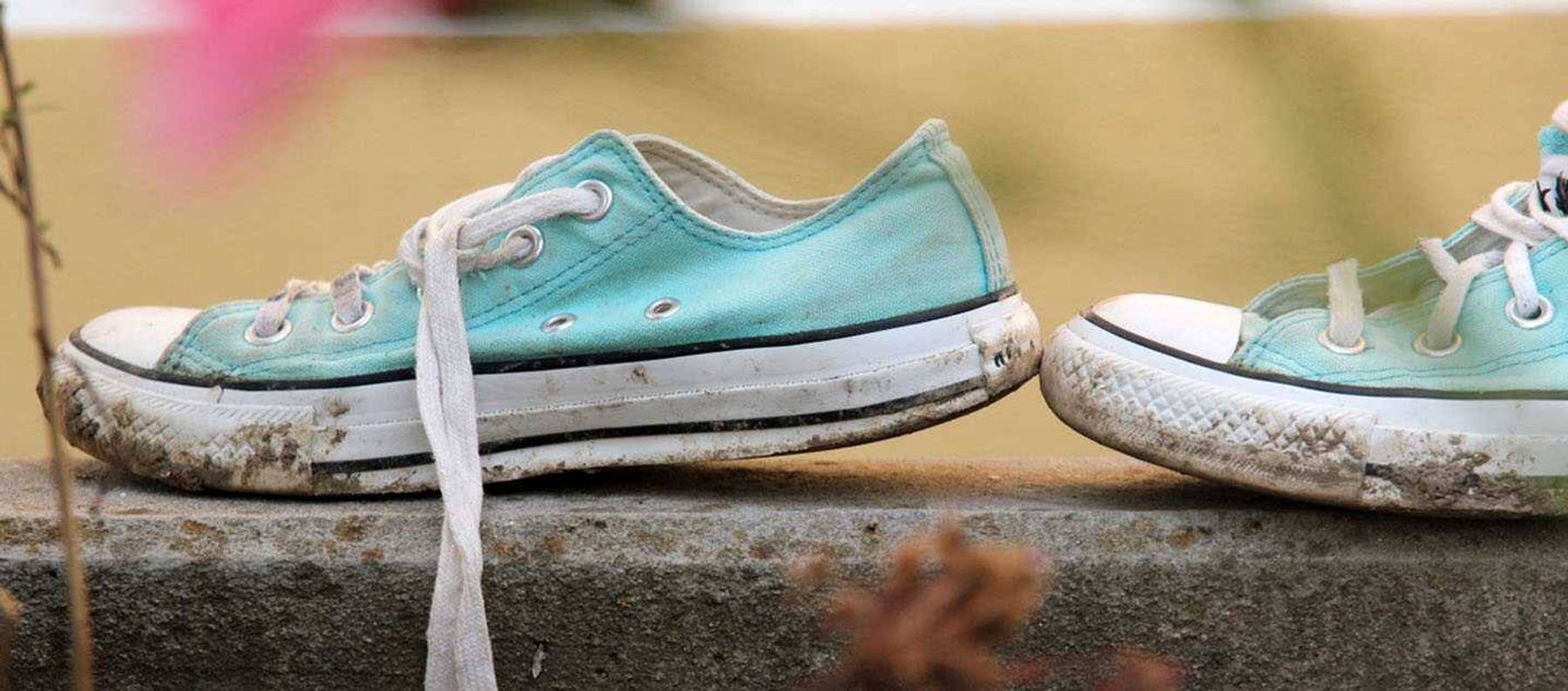 Cách giặt giày thể thao trắng