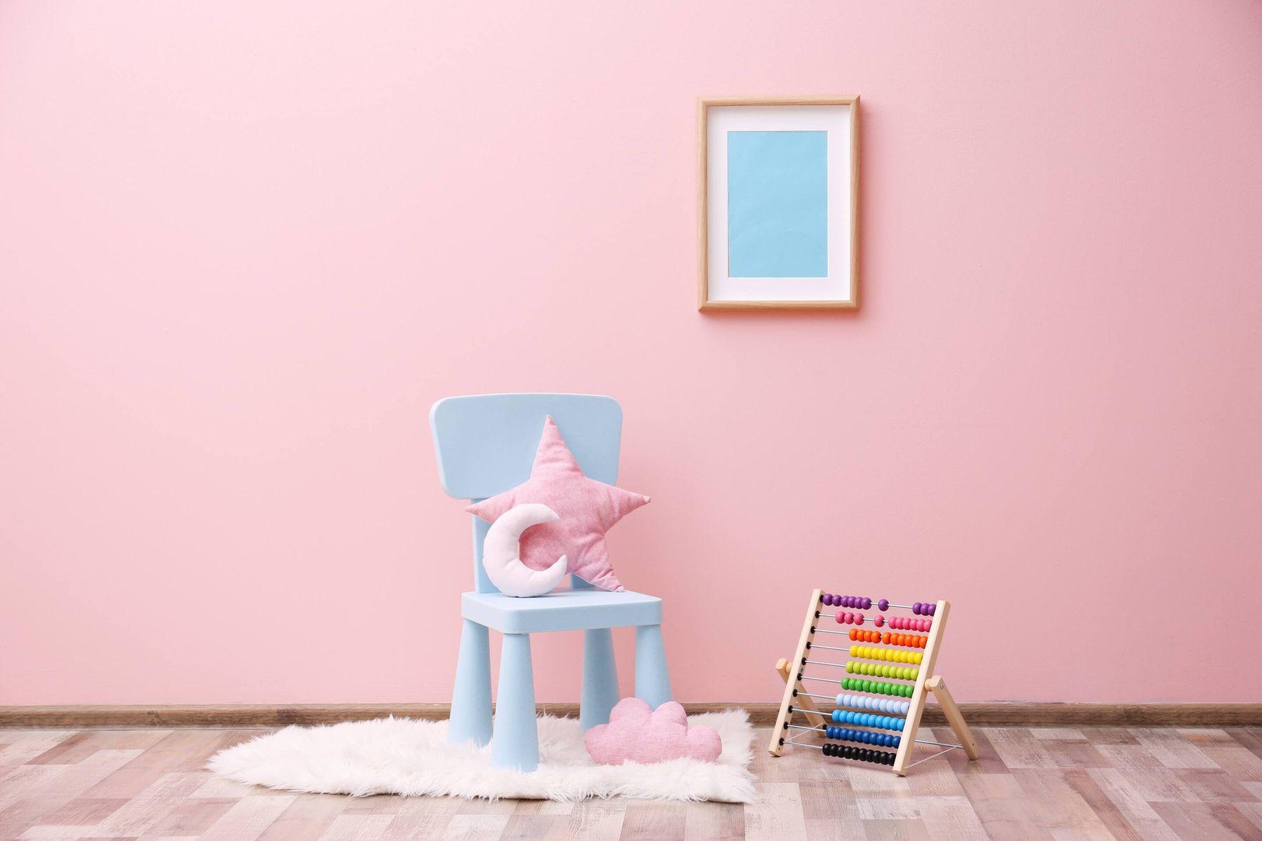 a bluepaintingon a pink wall