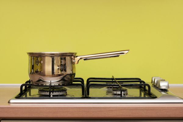 Use These Kitchen Items to Clean Your Gas Stove Like a Pro!