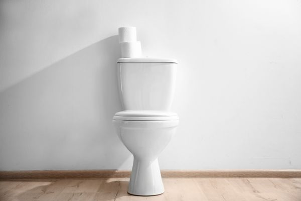 does your toilet seat look old and yellow try these hacks to make it look all new again