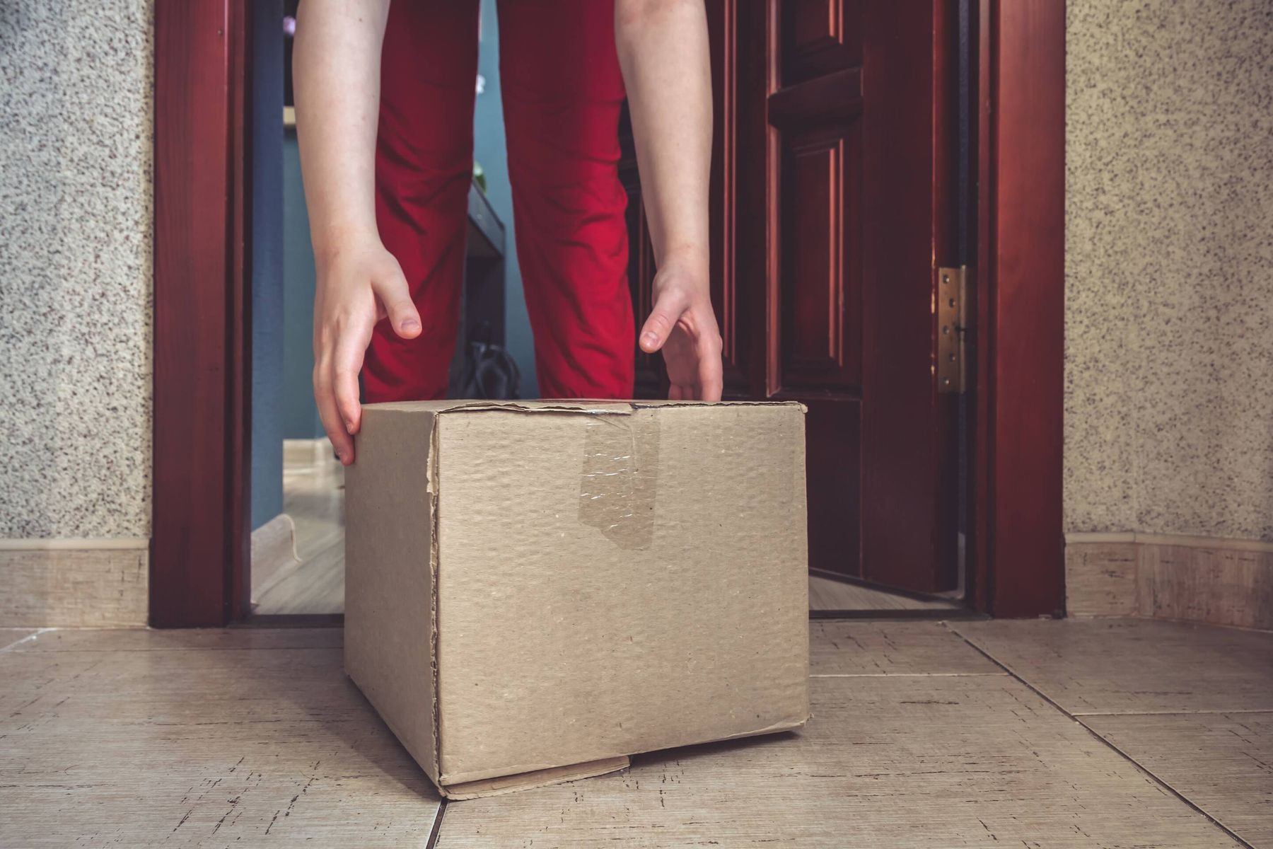 How to Handle Deliveries Packages During the Coronavirus Pandemic | Cleanipedia