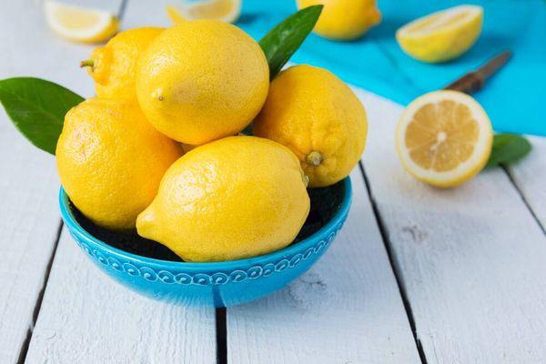 Jeruk lemon dalam mangkok