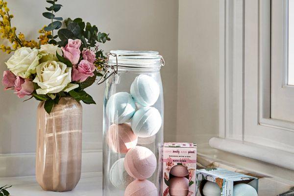 4 Cách cắm hoa để bàn đẹp và sang trọng