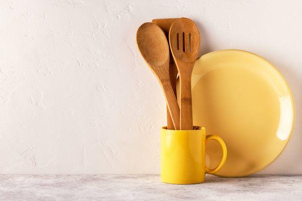 अपने लकड़ी के बर्तनों को कैसे साफ़ करें | क्लीएनीपीडिया