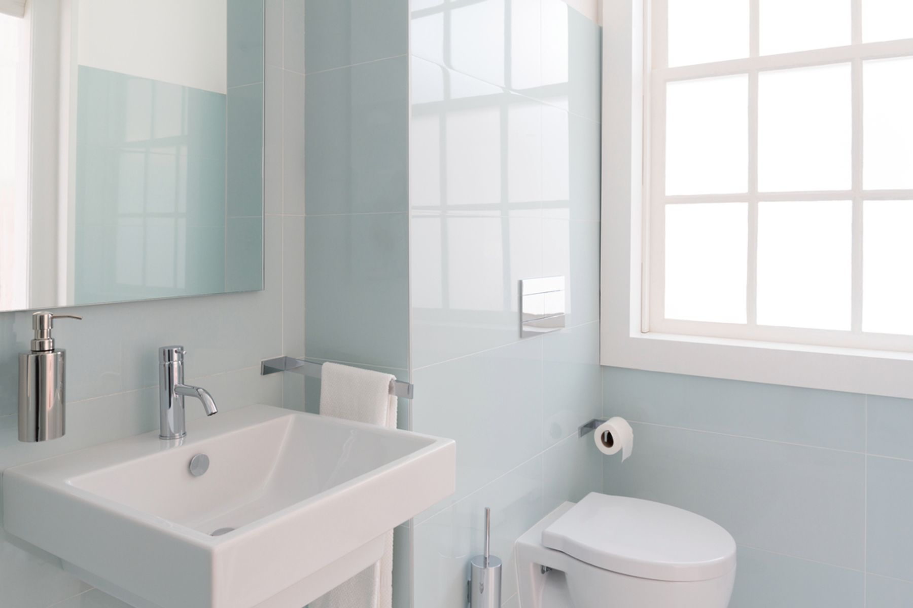 Image of a sparkling clean bathroom