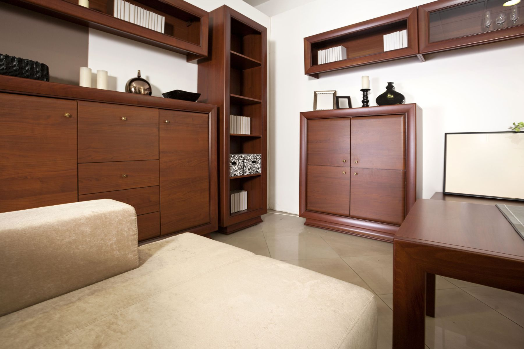 How to Keep Wooden Furniture Clean & Shiny