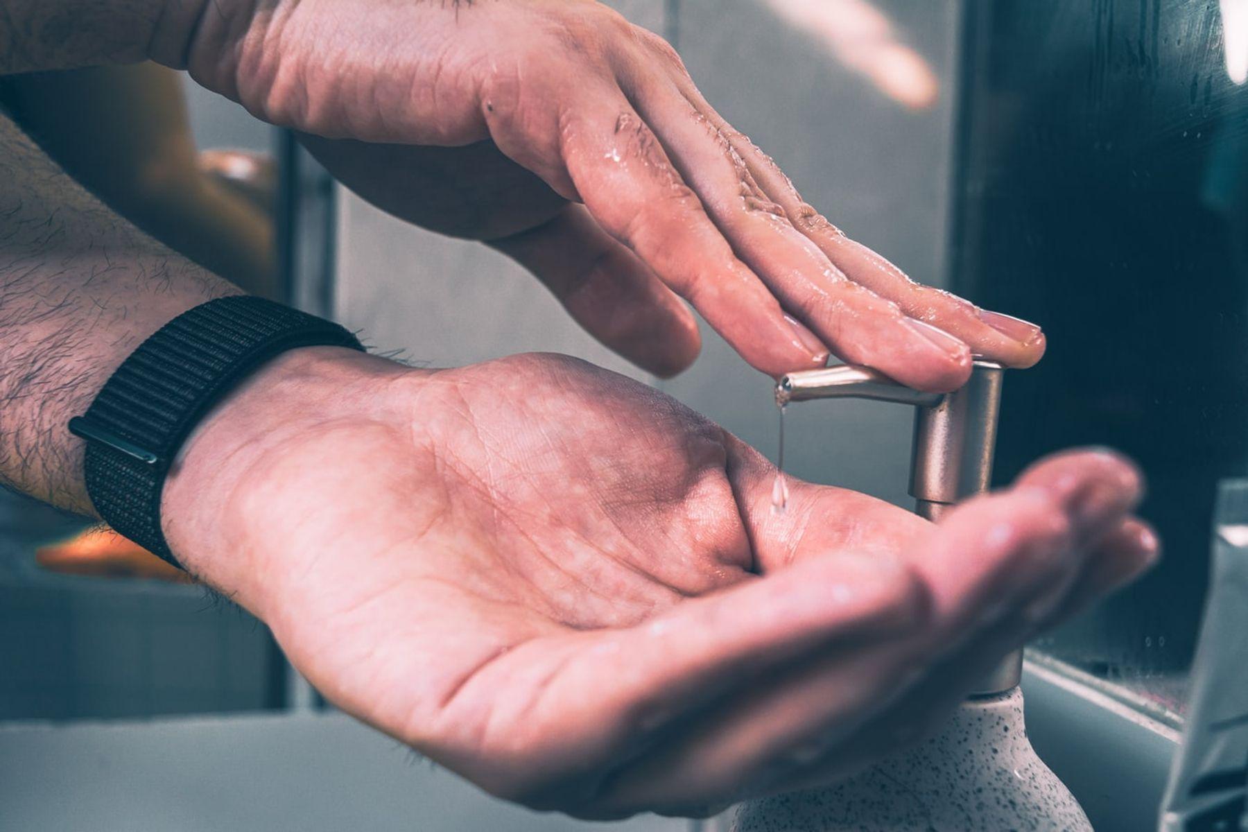 Sử dụng nước rửa tay hoặc nước rửa chén trị bỏng ớt