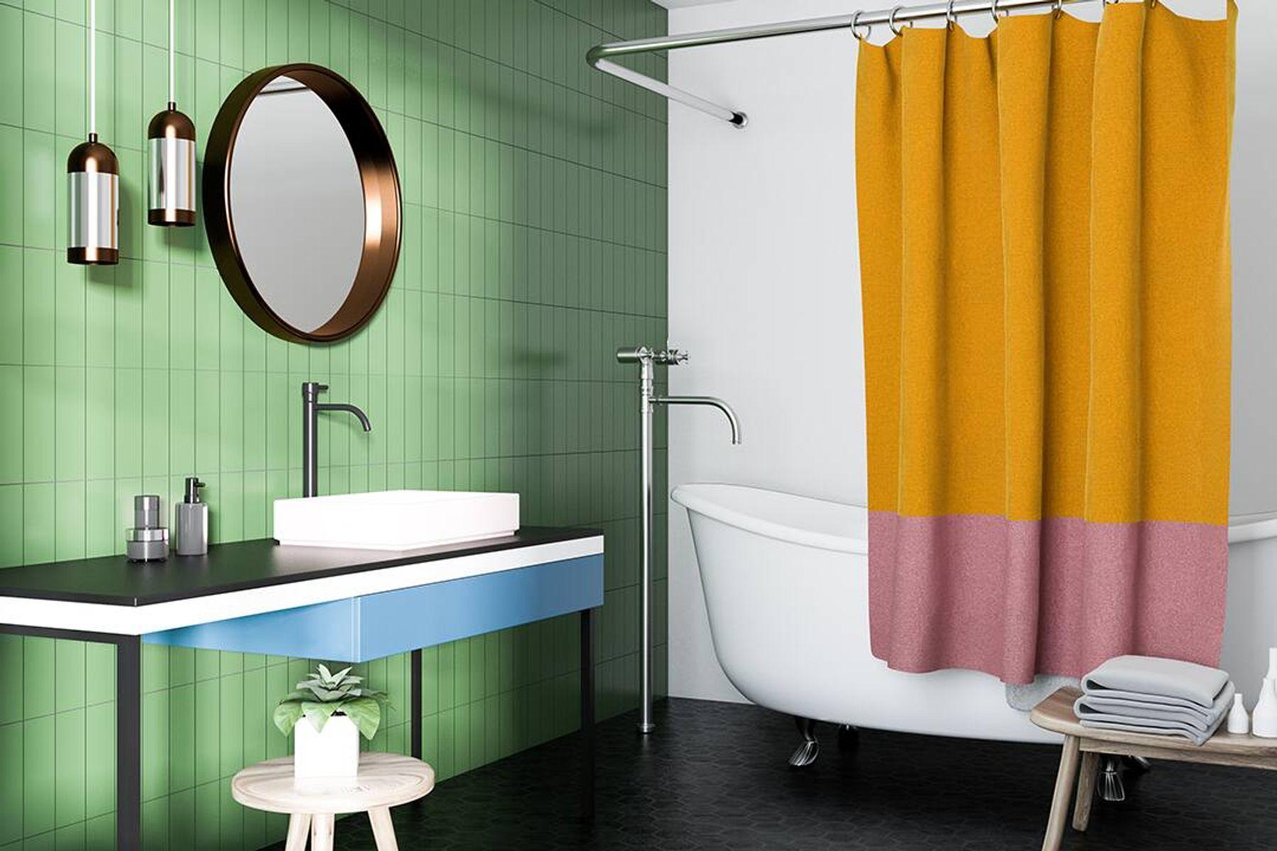 Banheiro retrô com pia, espelho redondo, banheira e cortina