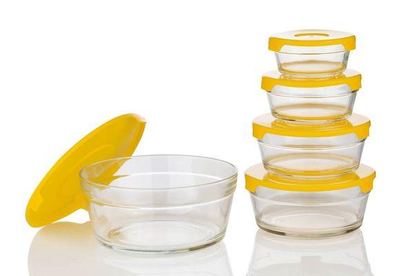Hộp nhựa đựng thực phẩm có mùi hôi, làm sao để khắc phục?