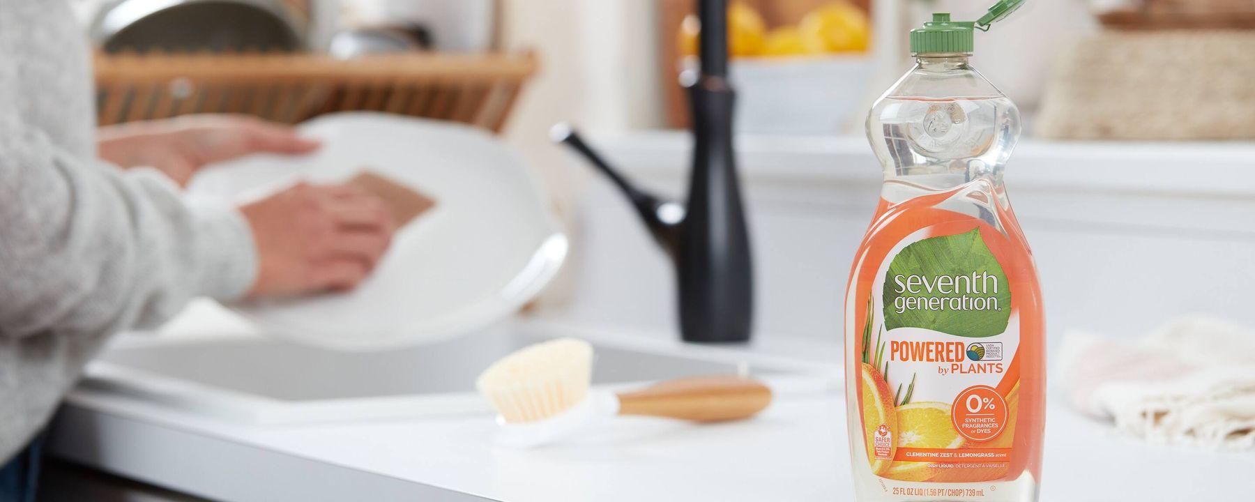 Cách khử mùi nhựa mới mua bằng nước rửa chén