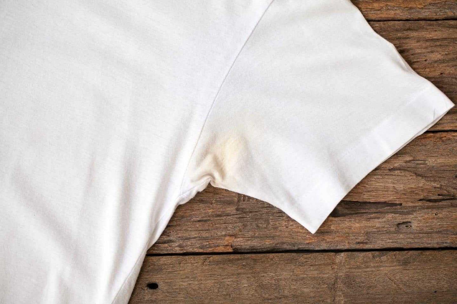 7# Cách Tẩy Áo Trắng Bị Ố Vàng Lâu Ngày Đơn Giản, Sạch Như Mới