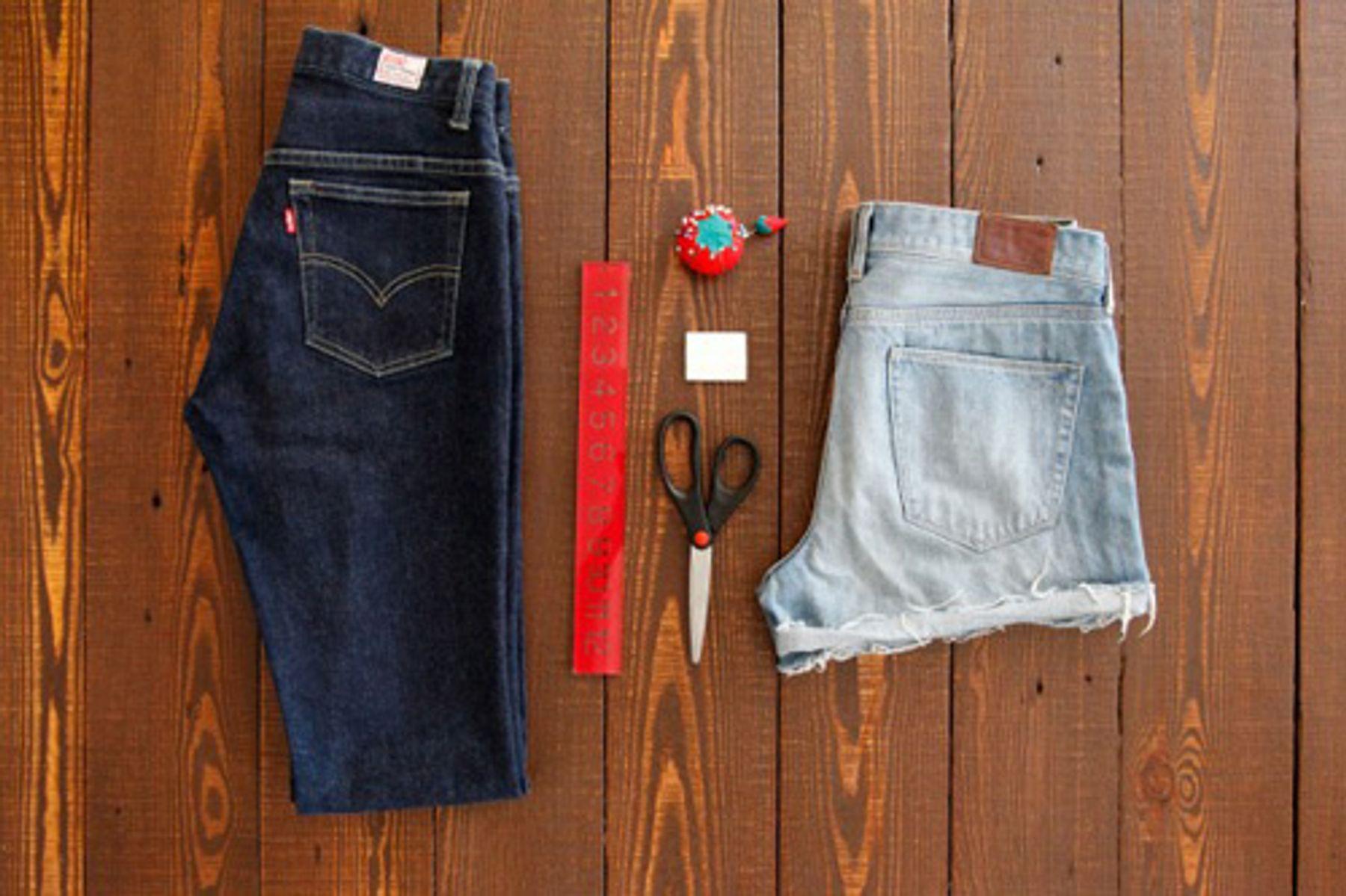 Cắt quần jean dài cũ thành quần ngắn