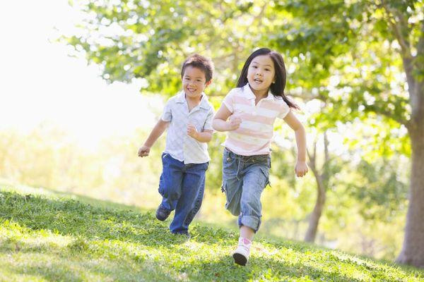 Bí quyết khuyến khích con trẻ yêu thích vận động