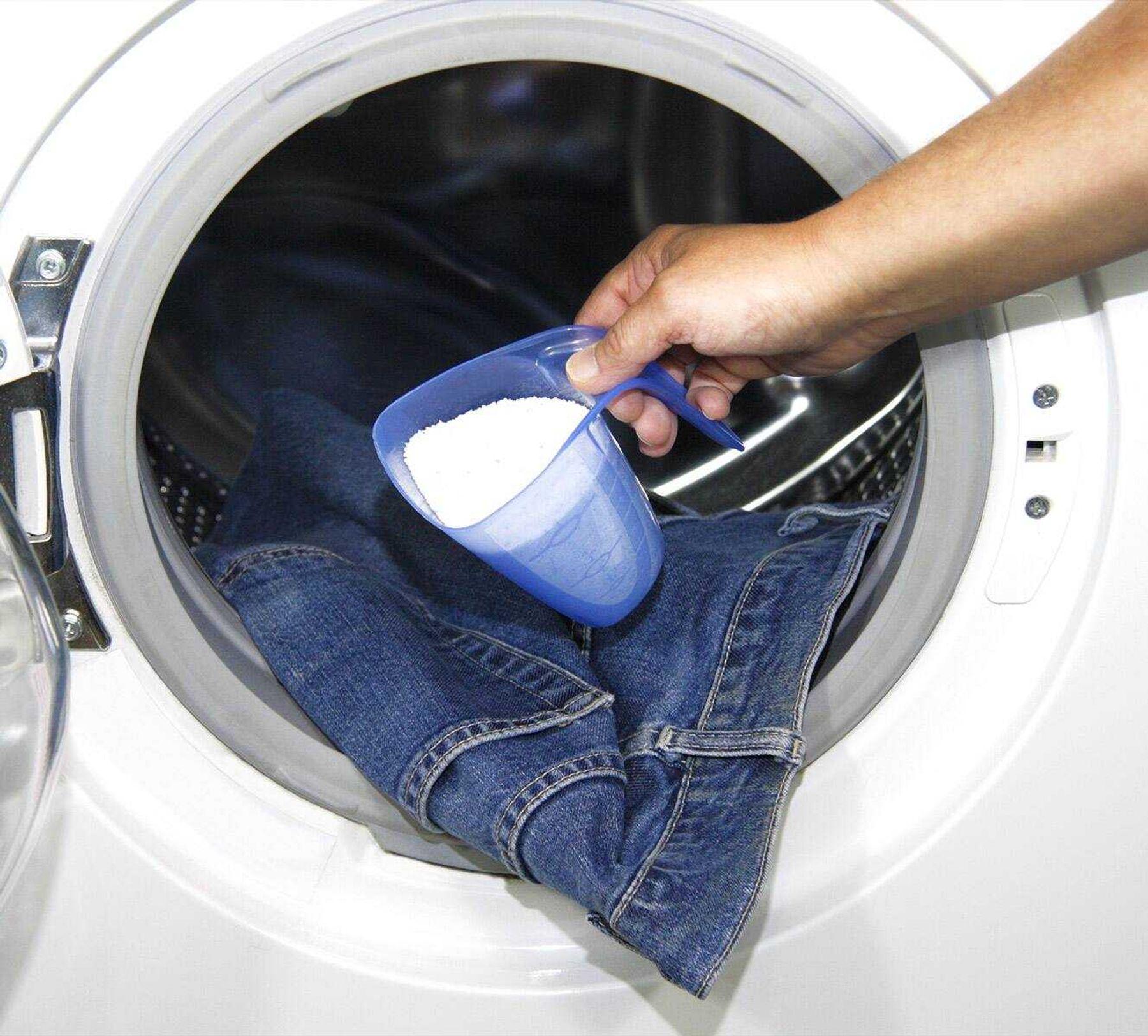 Không nên dùng bột giặt làm sạch quần jean