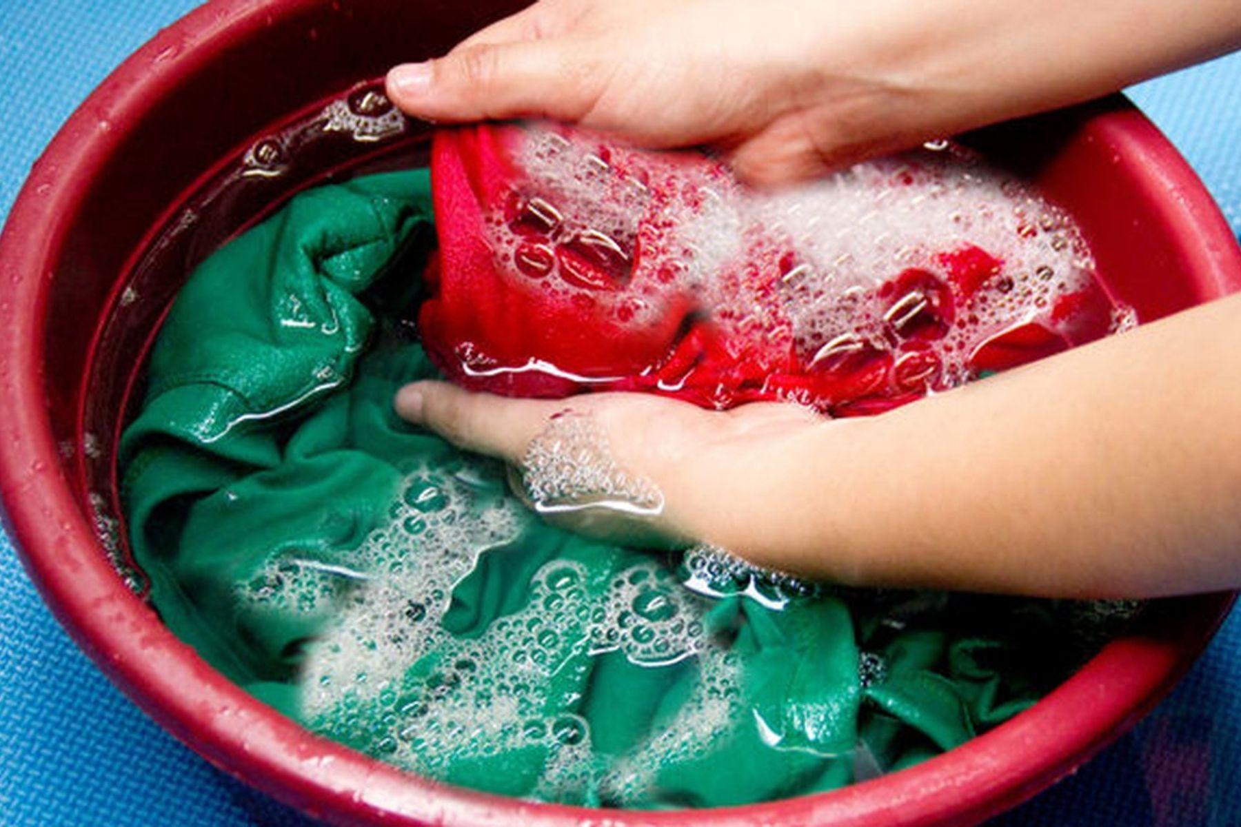 Giặt quần áo đều đặn mỗi ngày