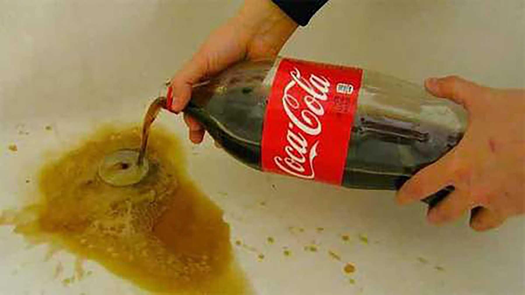 Cách thông cống bằng Coca Cola