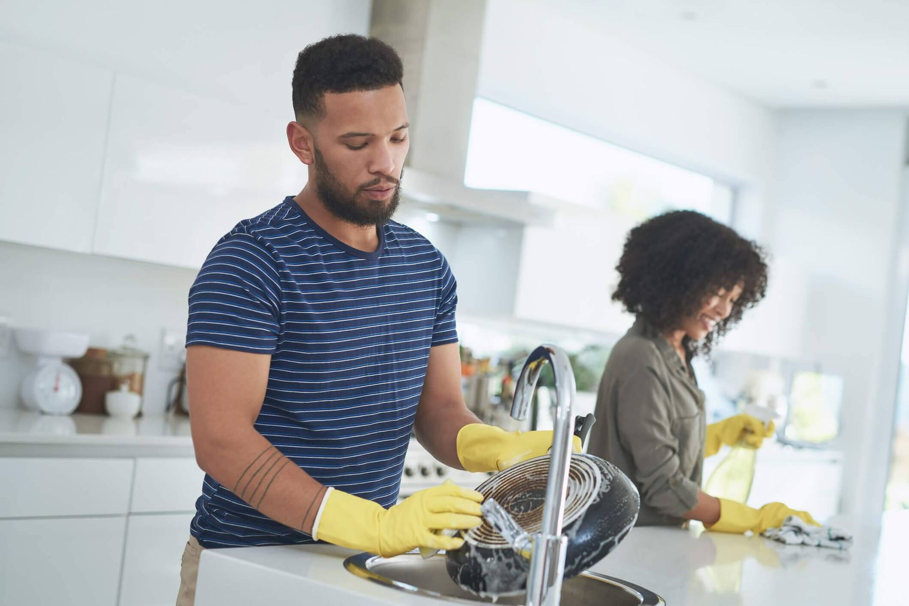 Como limpar panela antiaderente