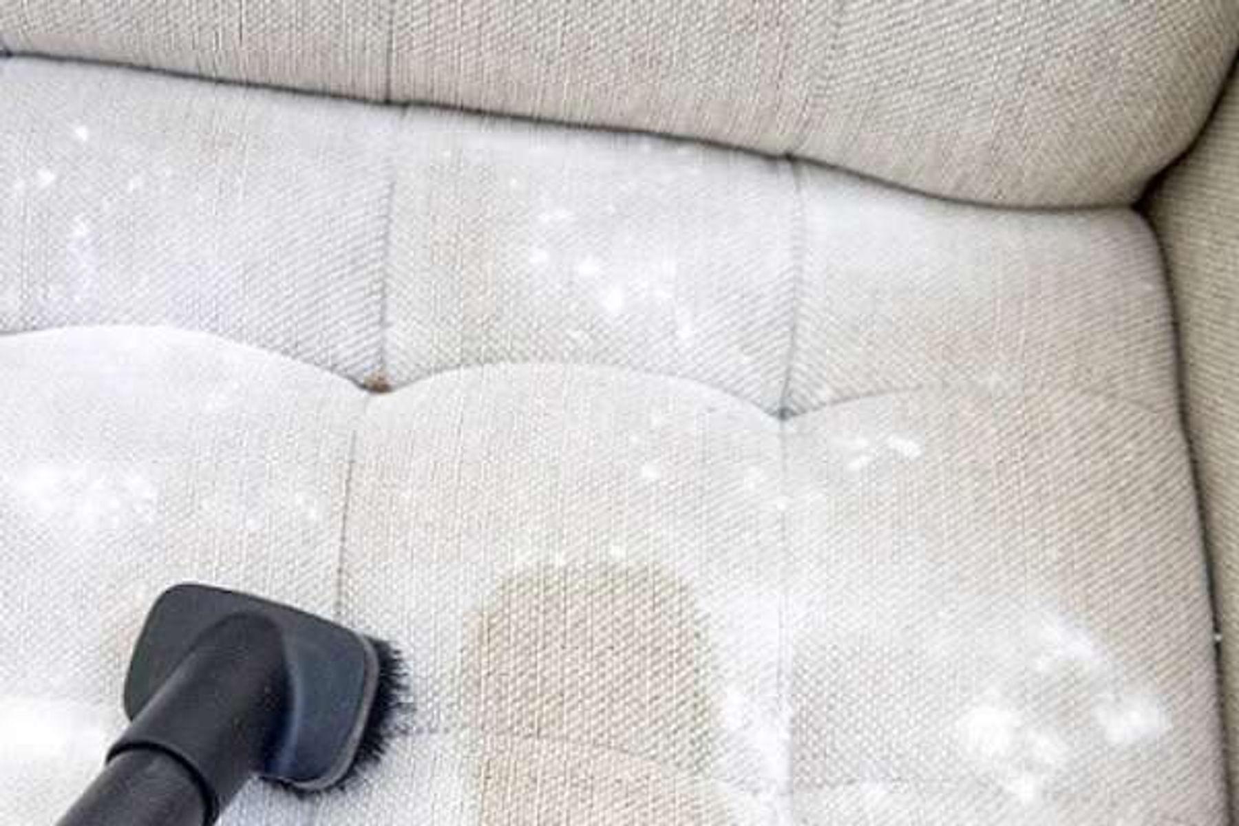 Cách giặt ghế sofa - Hút ẩm và khử khuẩn bằng baking soda