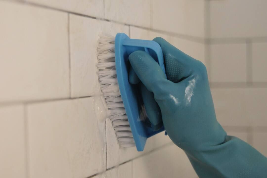 cleaning bathroom grout from tiles