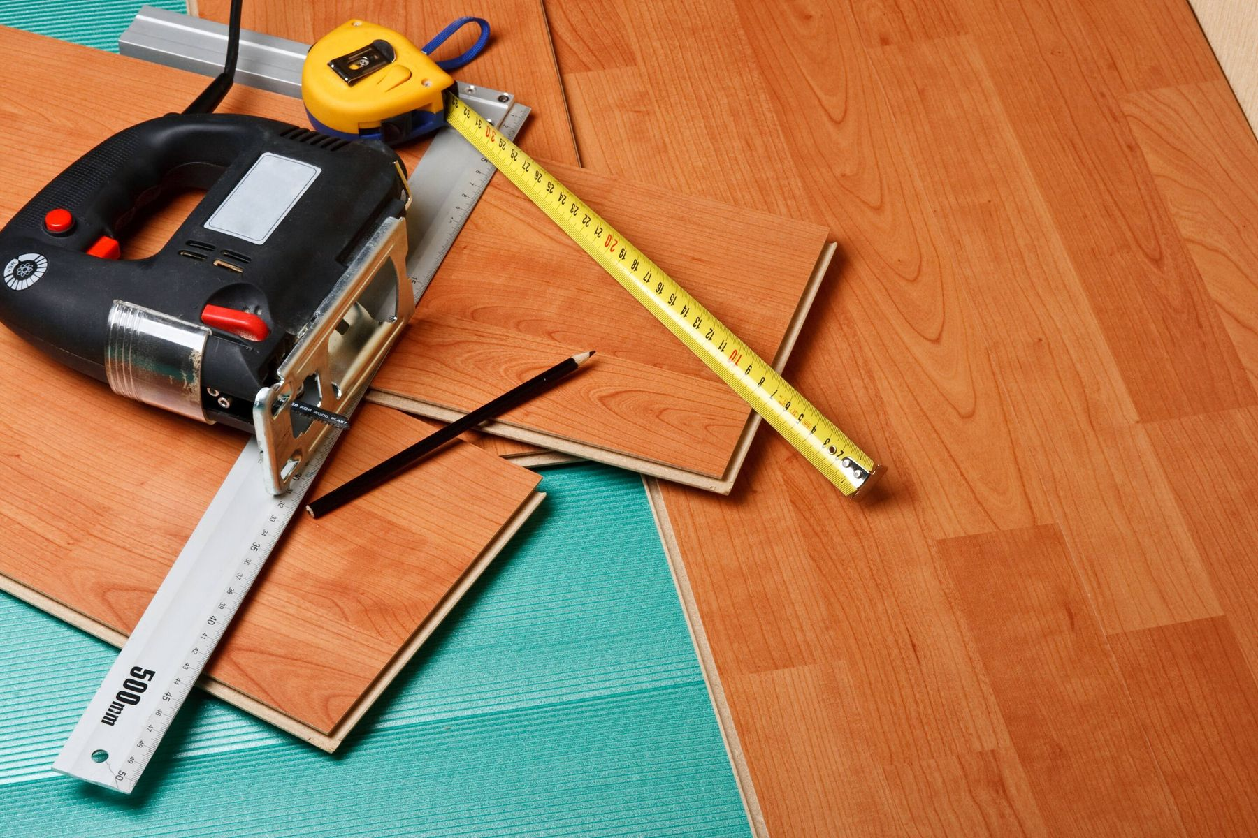 laminate floor laying