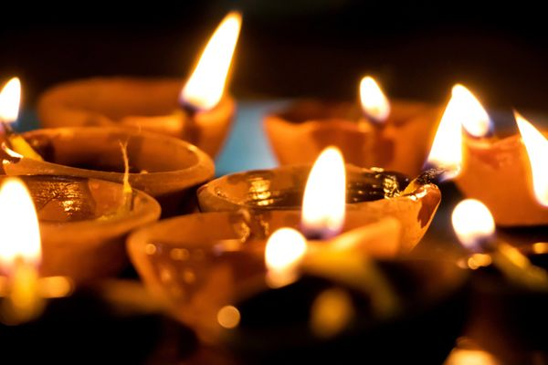 Easy Steps to Deep-Clean Your Diyas | Cleanipedia