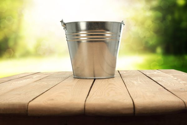 How to Remove Hard Water Stains from Bucket | Cleanipedia
