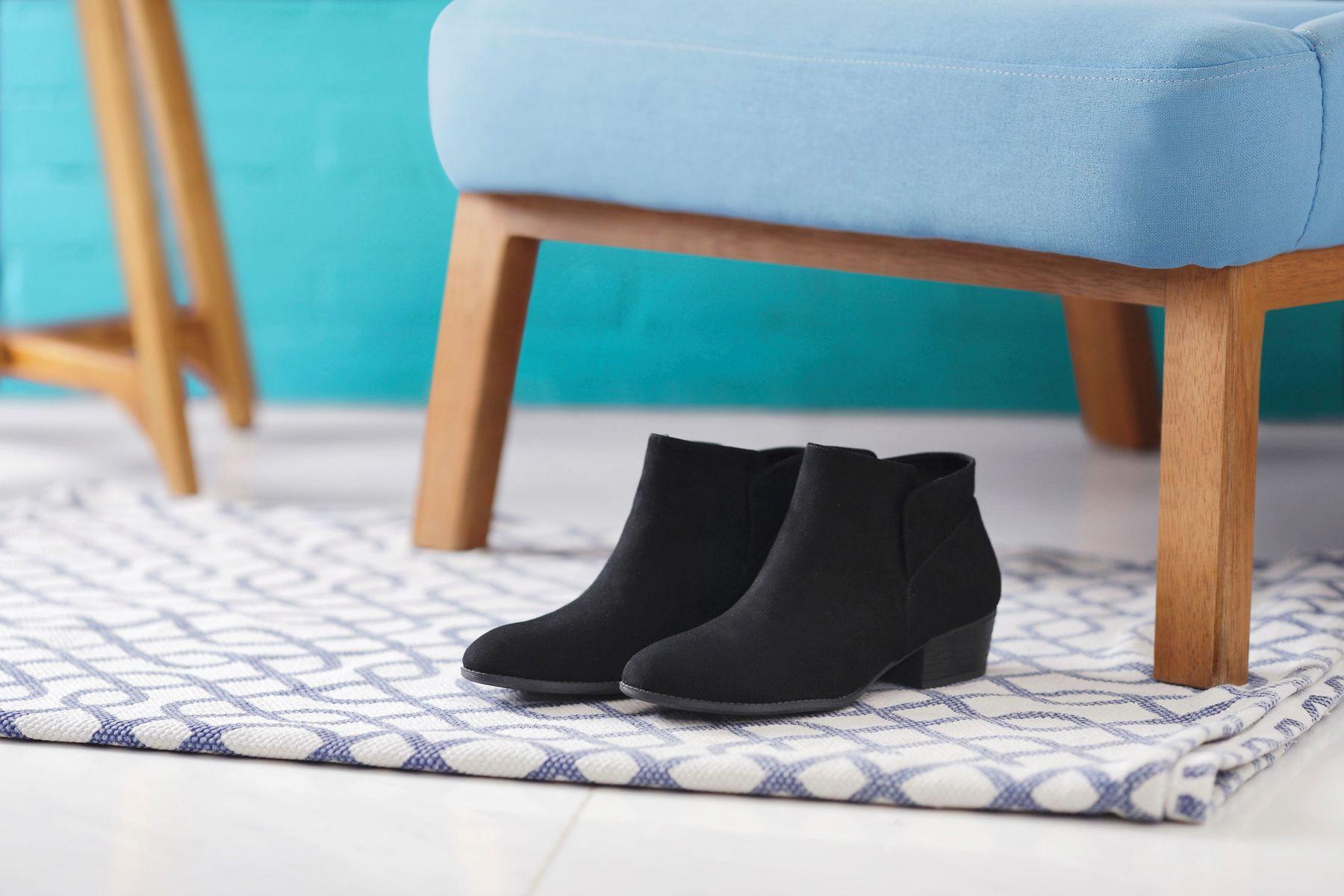 Schuh auf dem Teppich