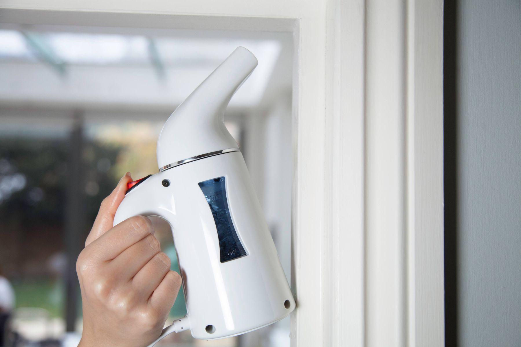 Buhar makinesi ile Koli Bandı Lekesi Nasıl Çıkar?